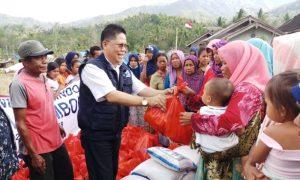 Memberikan Donasi Untuk Korban Bencana Alam