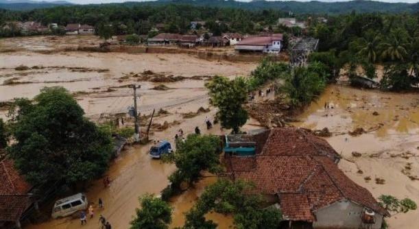 Penangan Pertolongan Kepada Korban Bencana Banjir